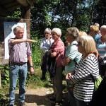 Der örtliche Wanderführer informiert