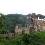 Bei Regen aif Schlammwegen zur Burg Elz