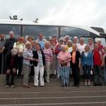 Die Reisegruppe vor dem Briem-Bus