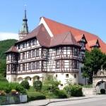 Schloss von Bad Urach mit Turm der Amanduskirche [Foto: Jürgen Bader]