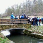 Auf dieser wiederhergestellten Brücke führt der Hexenweg über die Körsch