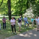 Gleichgewichtsübung im Park der Villa Berg [Foto: W. Speiser]